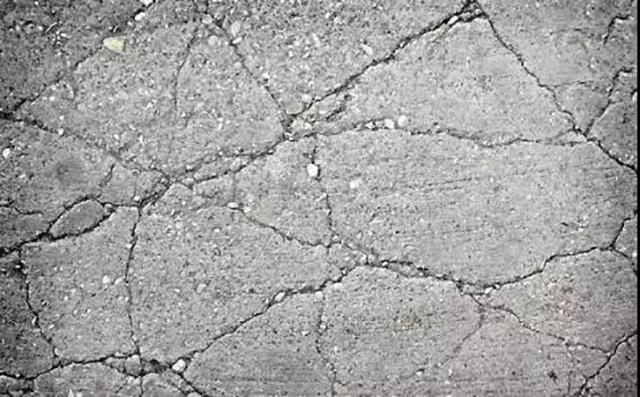 混凝土开裂的塑性裂缝